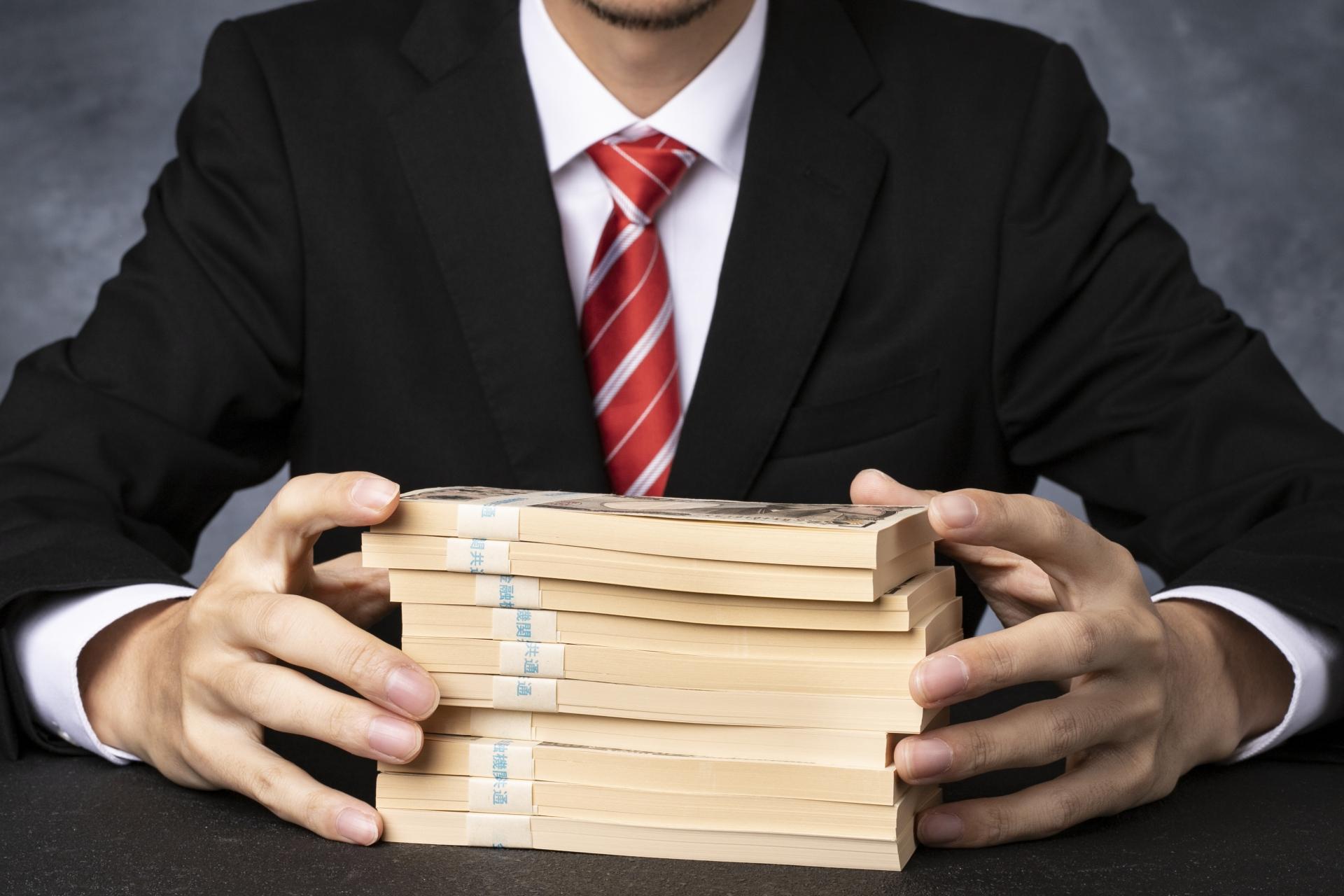 従業員を多重債務のリスクから守るために。給与前払いの意義